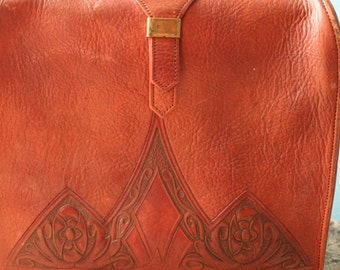 Meeker Made Beautiful Tooled Leather Handbag and change purse