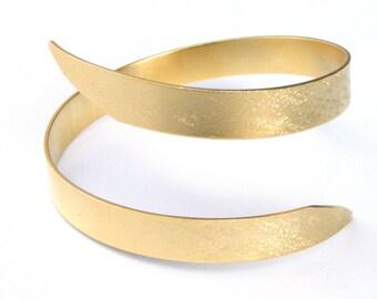 Greek GODDESS Swirling arm bracelet, Metalwork bracelet, Chic arm bracelet, Gold arm cuff, Minimal arm bracelet, Bohemian arm bracelet