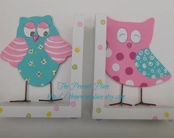 Hand painted owl bookends,turquoise,pink,personalized bookends,owl bookends,girls bookends,polka dots,childrens bookends,kids bookend,sowls