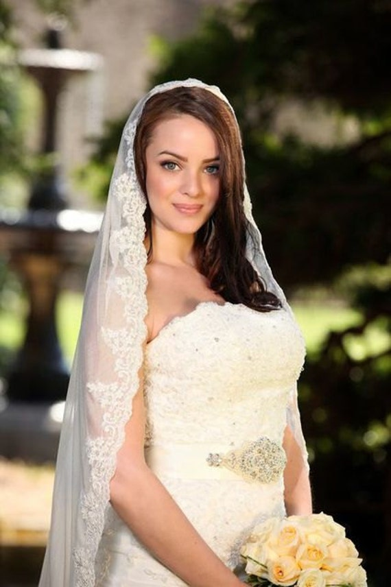 100 % silk wedding bridal lace mantilla veil fingertip length alencon lace ivory