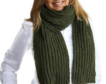 Forest green knit scarf, Knitted scarf in green. Chunky Knit Winter Scarves