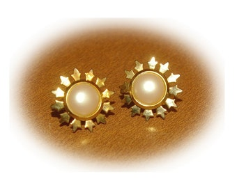 Pearl Clip on Earrings, Gold Tone, Small Size,  Vintage 1980s
