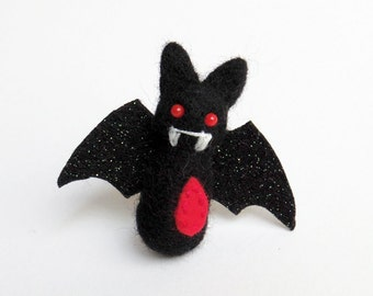 Halloween miniature bat brooch : needle felted vampire goth black bat, spooky pin