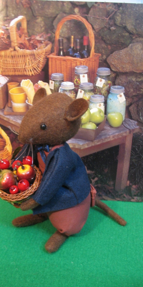 Flaxtail Wool felt country mouse     Early edition handmade mouse on sale ..