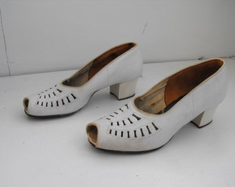 Vintage 30s Shoes White Heels Spectator Peep Toe Cutout 1930s