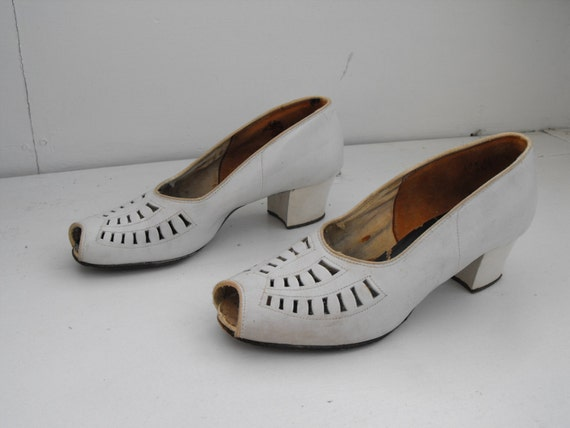 Vintage 30s Shoes White Heels Spectator Peep Toe Cutout 1930s