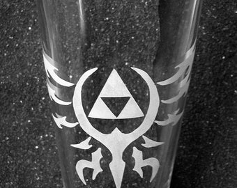 Legend of Zelda pint glass- Tribal design