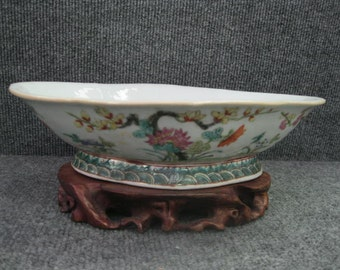 Antique Chinese Famille Rose Oval Dish