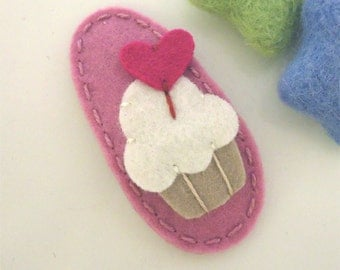 Felt hair clip -No slip -Wool felt -Cupcake with a heart topper -old pink