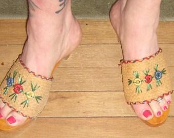 Summer Fun Hot Sexy  Cha Cha 1940s Peep Toe  Wood Painted  Sandel Shoe Raffia Flowers