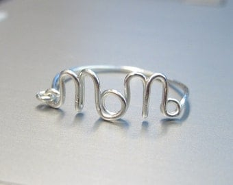 Sterling Silver Mom Ring, Wire Mom Ring, Silver Danty Name Ring, Dainty Mom Ring, Wire Word Ring, Silver Simple Ring, Mother's day gift