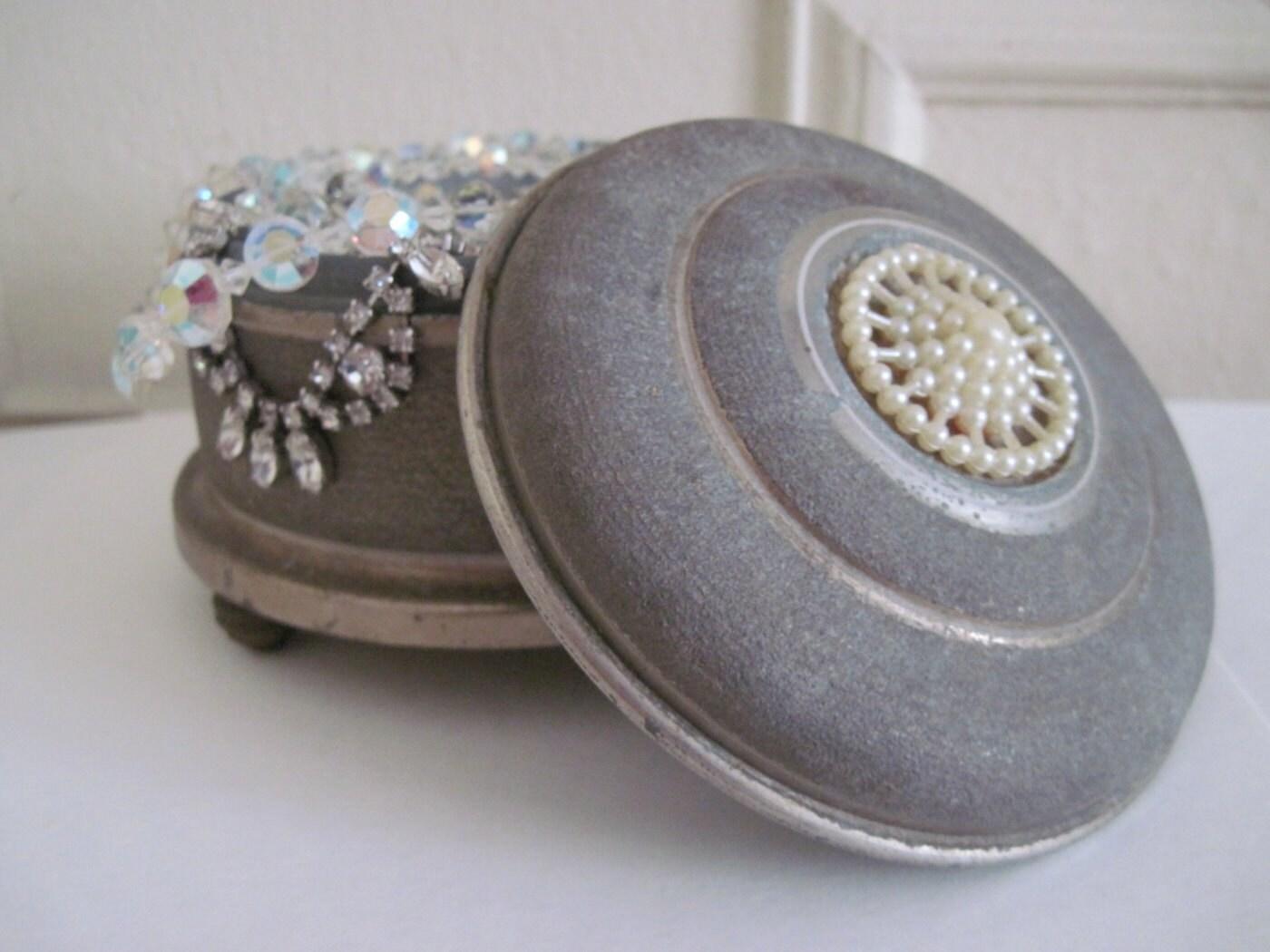 1940s Pearls Amp Metal Musical Powder Box Vintage Jewelry
