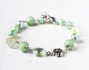 Spring Green Bridesmaid Jewelry Mint Green Bracelet with Czech Glass Beads, Prenite, Flower Connector and Glass Pearls - Spring Wedding