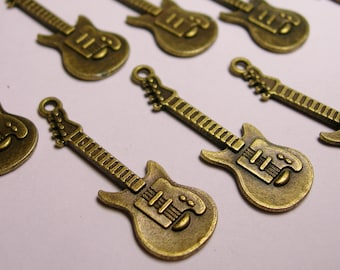 24 Guitar charms- 24 pcs - bronze - brass - Guitar - baz14