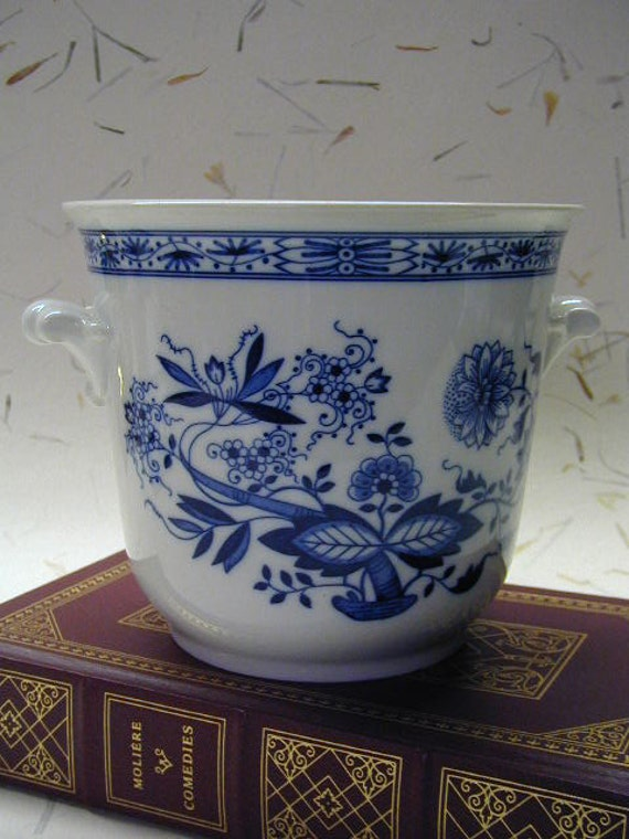 Vintage Hutschenreuther Cachepot - Blue Onion - Blue and White - Germany - Achtziger 6836 - Porcelain China