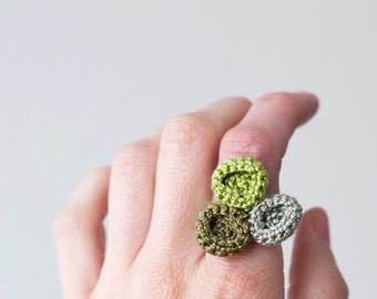 Anti-allergic Jewelry, Eco-Friendly Jewelry, Crocheted ring in green tones, Ring crocheted circles. Crochet bubbles, Casual Jewelry, Boho