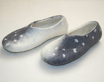 Women slippers - women house shoes, felted slippers, white grey, handmade, made to order - Valentine's day gift, Easter gift