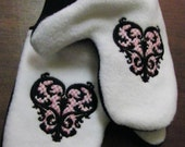 MN USA embroidered valentine victorian acanthus heart mittens