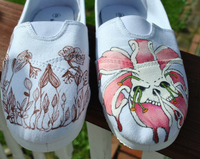 For sale Flowers and SKULLS size 8.5