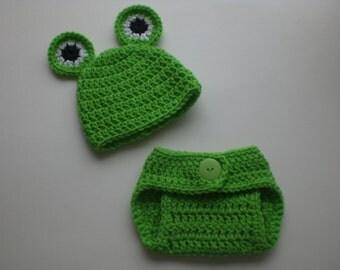 Crochet Newborn frog hat and diaper cover