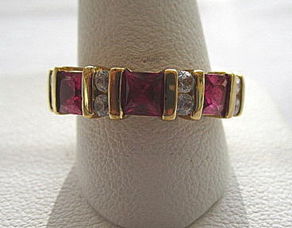 Avon Signed Fuchsia Three Stone Gold Band Ring Size 6