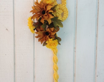 Oriental Maze Macrame Wall Hanging with Floral (Gold)