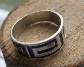 Vintage Mens or Womens Sterling Silver Ring Band Native or Southwestern Design Size 7 1/2
