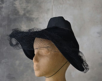 E1940s Wool Felt Witchy Hat