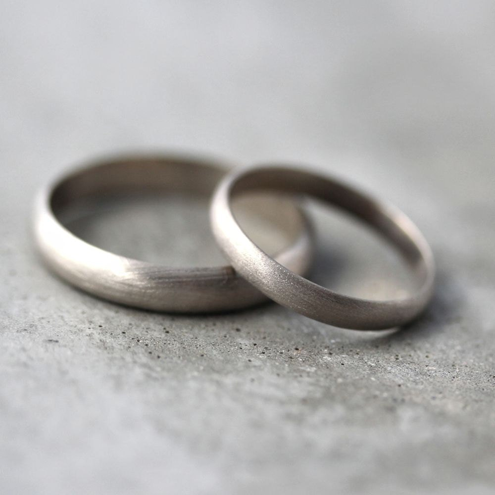 gold wedding band set his and hers 4mm and 3mm brushed half