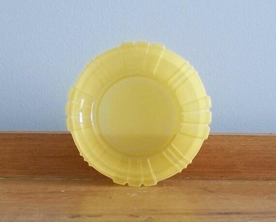 ART DECO - yellow milk glass bowl - 1930s