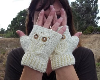 It's a Hoot Owl Texting Gloves, a fingerless crochet mitt PATTERN.