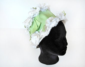 Vintage bucket hat, white and celery green spring ladies hat with carnation flowers, ribbon, 1960s garden party hat, mint, celedon, peridot