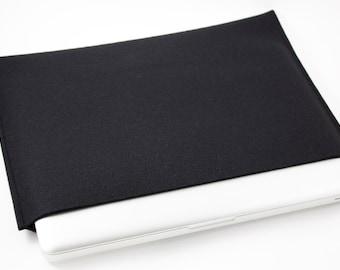 Mac Book Pro 15 inch Sleeve - 100% Merino Wool - Black - Landscape