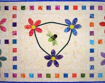 Buzzinga Wall Hanging Quilt Pattern