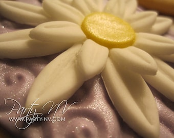 EDIBLE (Fondant Toppers) - Daisies