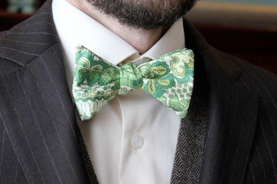 Men's Bow Tie in Green Paisley - Self tying - freestyle - Groomsmen gift