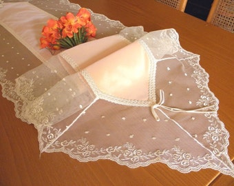 Table Runner, spring peach decoration, rich and superior in quality, with French Lace