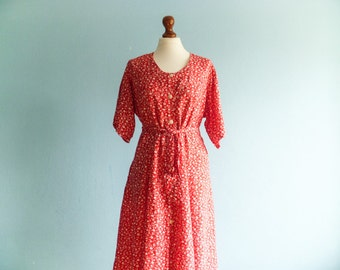 Vintage red and white dress / floral summer dress / shirtdress / buttoned up down / short sleeves / midi long / medium