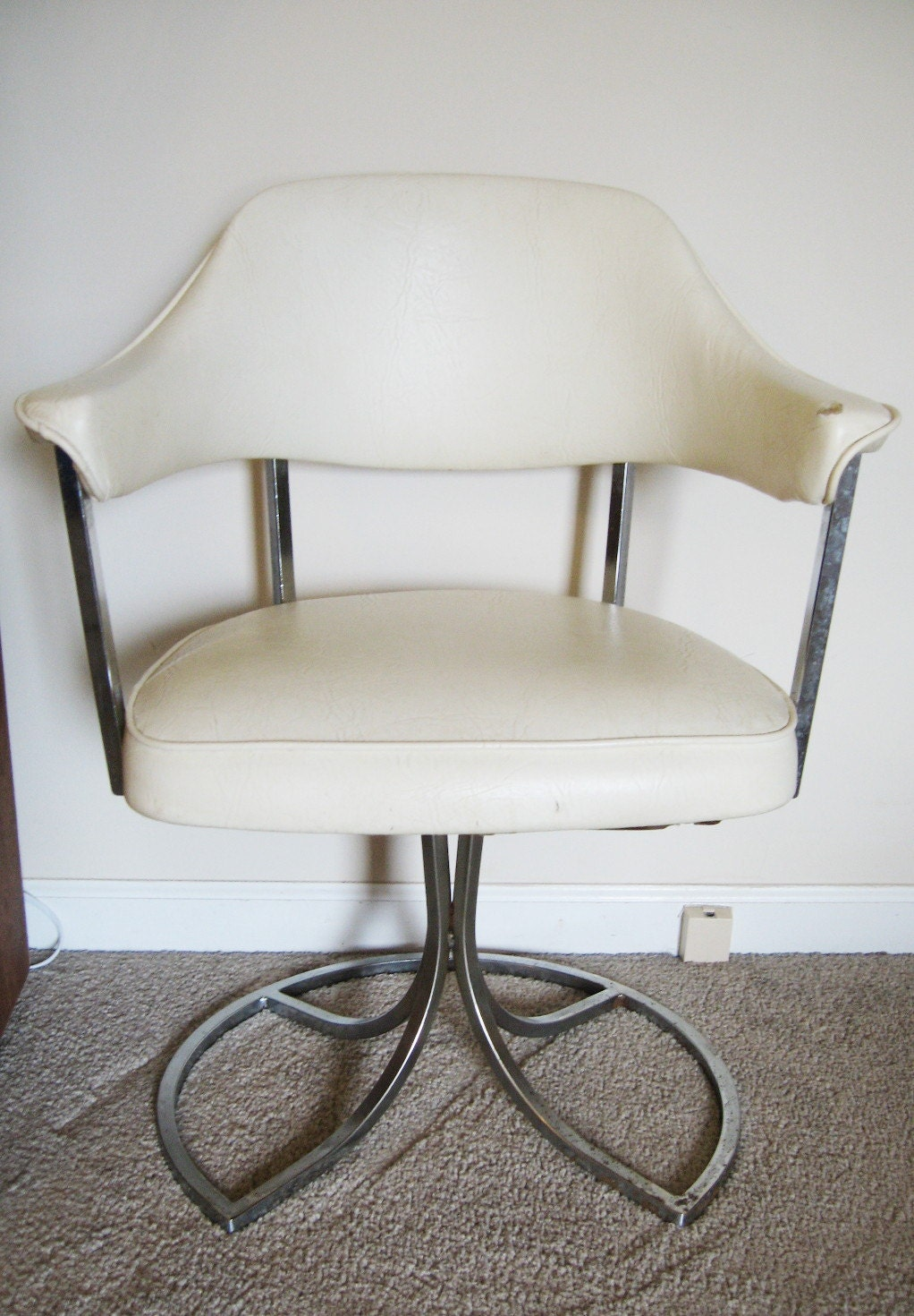 Vintage Mid Century Creme Vinyl And Chrome Swivel Accent Chair