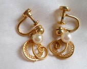 Pearl EARRINGS for the SPECIALBRIDE Vintage Gold plated Screw back