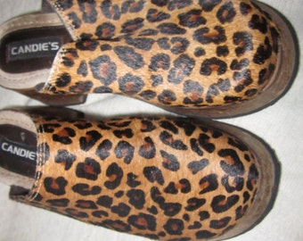 fur clogs sz 7, wood platform sole, real fur, leopard look, clogs