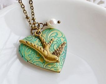 Bird Locket Jewelry, Friend Necklace, Flying Sparrow Locket, Heart Locket, Keepsake, Photo Locket, Bridesmaid, Animal Locket, Patina Jewelry