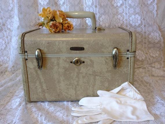 vanity case train case samsonite luggage. Black Bedroom Furniture Sets. Home Design Ideas