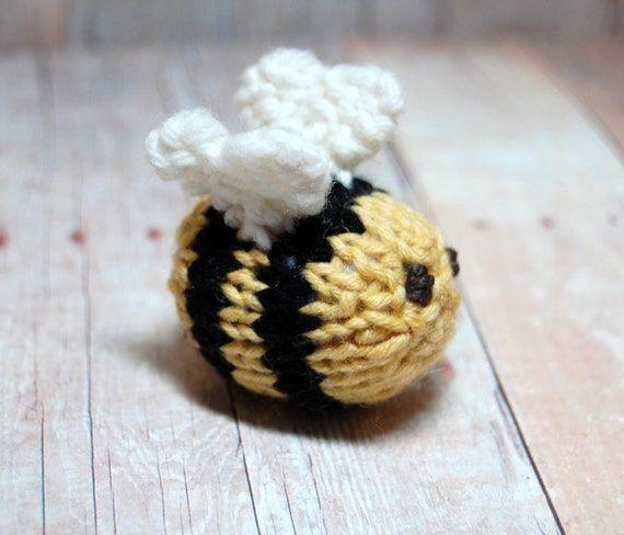 Free Dog Patterns To Knit : Bee Knitting Pattern and Picture Tutorial Instant Download