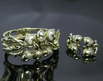 Vintage Acorn Clamper Bracelet And Earrings Set In Gold Tone Setting