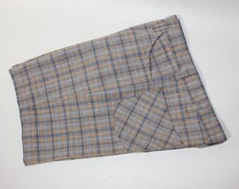 """vintage 1970's 'Wrangler- Men's shorts. Possibly 'NEW'. Flat front - HUGE belt loops...just like 4 pocket pants. Plaid.  32"""" Waist"""