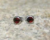 Swarovski Rhinestone 20ss Earring Studs Dark Red, Siam