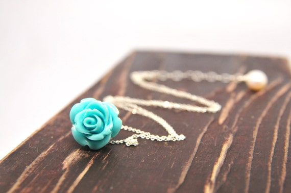 Pretty rose necklace