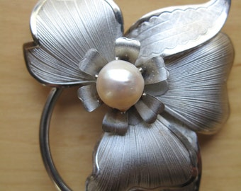 silver tone  pansy and pearl brooch pin