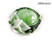 Goccia di Vegetazione in Verde e Nero, ciondolo in Vetro e Paste Sintetiche, realizzato interamente a mano con decorazioni di foglie